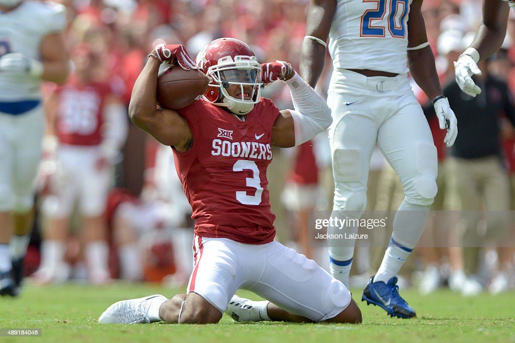 Wide receiver Sterling Shepard #3 of the Oklahoma Sooners flexes after catching a pass against the Tulsa Golden Hurricane at Gaylord Family Memorial Stadium on September 19, 2015 in Norman, Oklahoma.