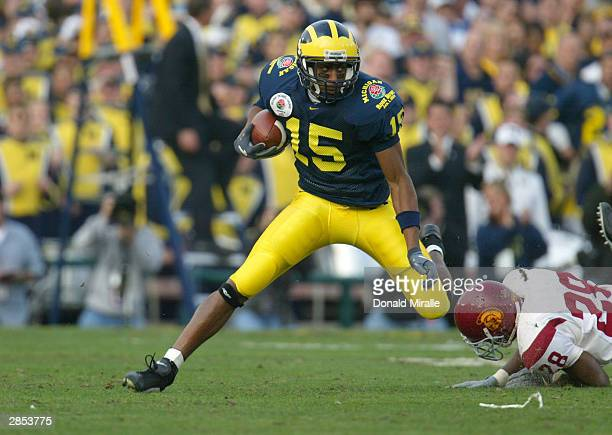 Wide receiver Steve Breaston of the Michigan Wolverines runs with the ball during the 2004 Rose Bowl game against the USC Trojans on January 1 2004...