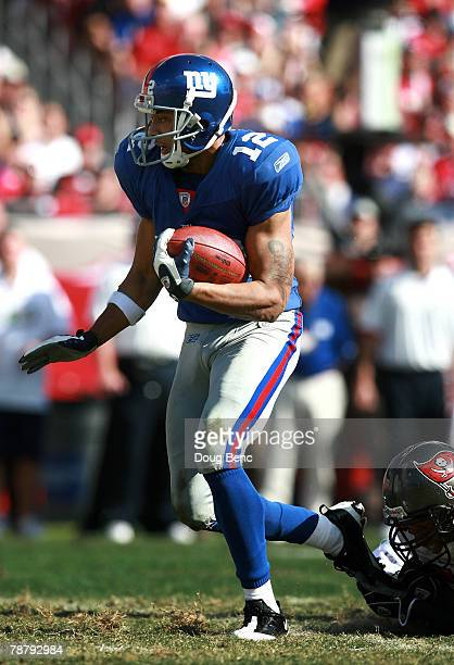 Wide receiver Steve Smith of the New York Giants carries the ball in the second quarter of the NFC Wild Card game against Tampa Bay Buccaneers making...