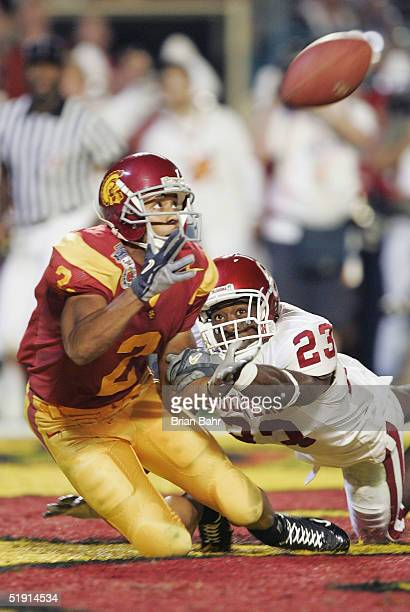 Wide receiver Steve Smith of the USC Trojans catches a 33yard touchdown pass against Brodney Poole of the Oklahoma Sooners in the second quarter...