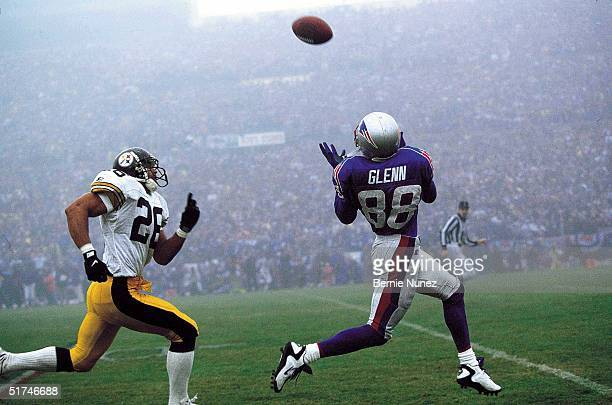 Wide receiver Terry Glenn of the New England Patriots gets away from Rod Woodson of the Pittsburgh Steelers and picks up 53 yards on a pass from Drew...