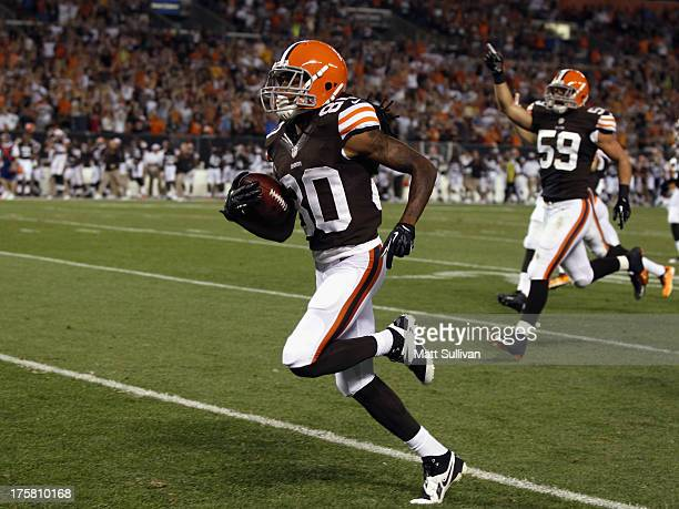Wide receiver Travis Benjamin of the Cleveland Browns scores a touchdown on a 91yard punt return against the St Louis Rams at FirstEnergy Stadium on...