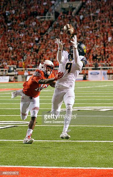 Wide receiver Trevor Davis of the California Golden Bears catches a touchdown pass in front of defender Cory Butler-Byrd of the Utah Utes at...