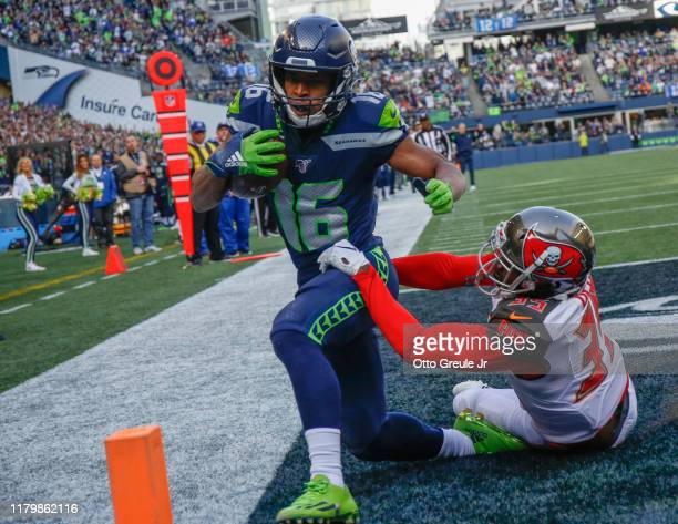 Wide receiver Tyler Lockett of the Seattle Seahawks scores a touchdown against cornerback Jamel Dean of the Tampa Bay Buccaneers in the first quarter...