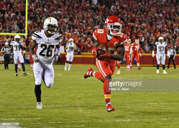 Wide receiver Tyreek Hill of the Kansas City Chiefs out runs cornerback Casey Hayward of the Los Angeles Chargers for a touchdown during the first...
