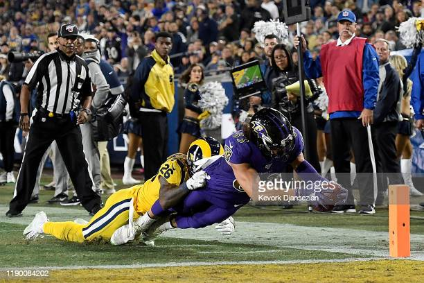 Wide receiver Willie Snead of the Baltimore Ravens stretches for a touchdown in the fourth quarter over the defense of defensive back Marqui...