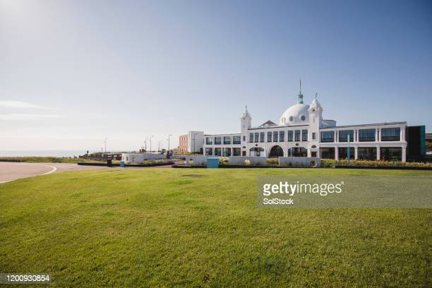 wide shot of large white domed building by the sea - whitley bay stock pictures, royalty-free photos & images