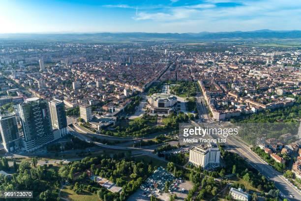 春空撮中にソフィア市内ダウンタウン地区のワイド ショット - ブルガリア ソフィア ストックフォトと画像
