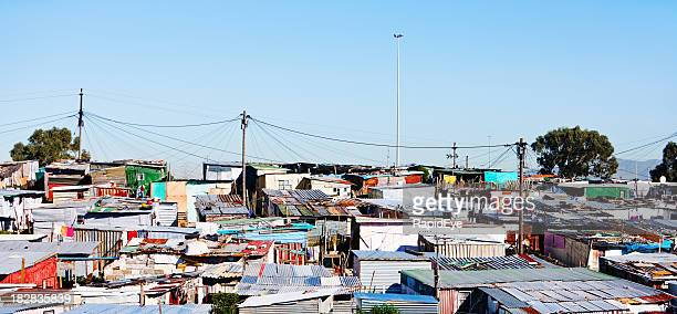 wide shot of squatter camp near cape town - refugee camp stock pictures, royalty-free photos & images
