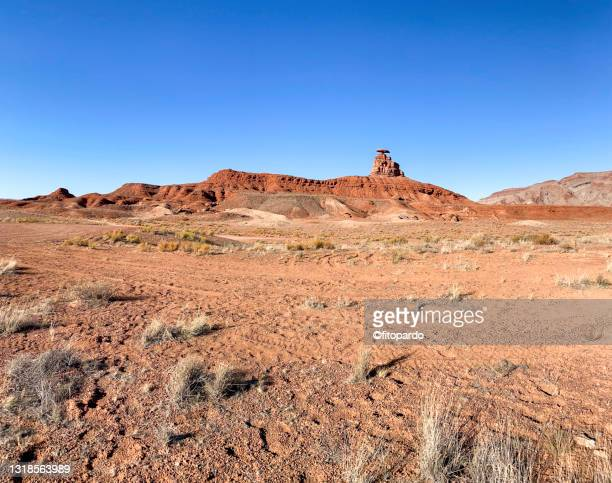 wide shot of the mexican hat rock in the horizon - fitopardo stock pictures, royalty-free photos & images