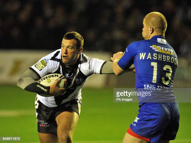 Widnes Vikings' Steve Pickersgill holds off Wakefield Wildcats' Danny Washbrook during the Stobart Super League match at Stobart Stadium, Widnes.
