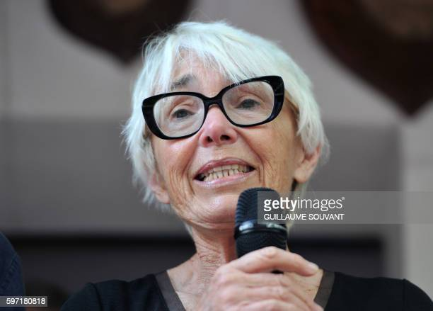 Widow of France's former Prime Minister Michel Rocard Sylvie Pellissier speaks during the 21th book fair La Foret Des Livres on August 28 2016 in...