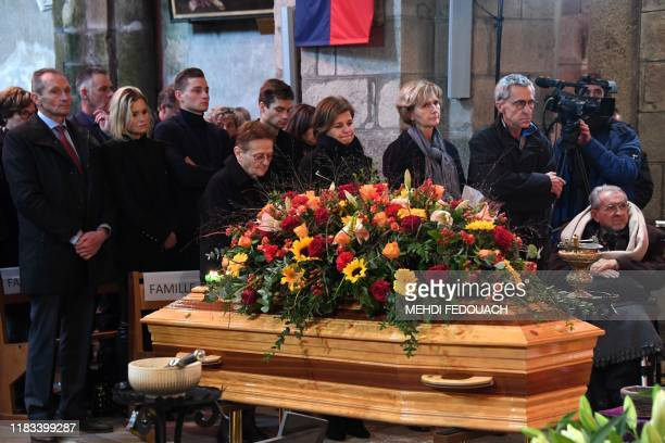 Widow of late cyclist Raymond Poulidor Gisele Poulidor his daughter Corinne Poulidor and his grandsons Dutch cyclists Mathieu van der Poel and David...