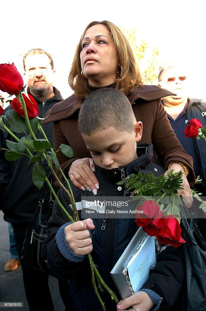 Widow Olivia Sanchez, who lost her husband, Elvis Sanchez, c : News Photo