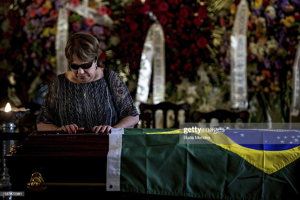 Widow Vera Lœcia Niemeyer says goodbye to her husband, the Architect Oscar Niemeyer, during his funeral of at Palacio City on December 07, 2012 in Rio de Janeiro, Brazil. Niemeyer was hospitalized for 33 days at Samarian Hospital and died at 104 years old due to a kidney infection on December 06, 2012 in Rio de Janeiro, Brazil.