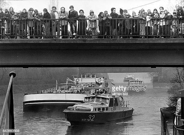 """Wiedereröffnung des Teltow-Kanals, die""""Lichterfelde"""" wird an der Nathanbrückebegrüsst"""