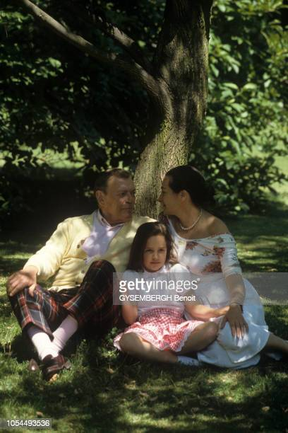Wiesbaden Allemagne Juillet 1988 Eddie CONSTANTINE chanteur et acteur américain avec son épouse la productrice allemande Maya FABERJANSEN avec leur...