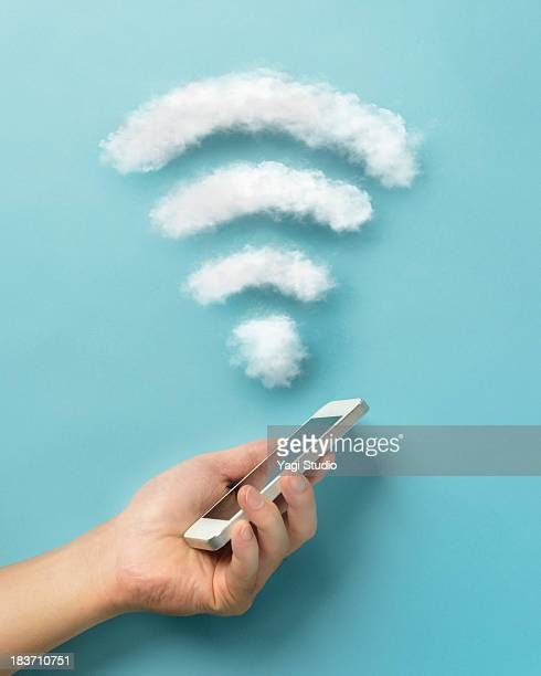 wi-fi and smartphone - wireless technology foto e immagini stock