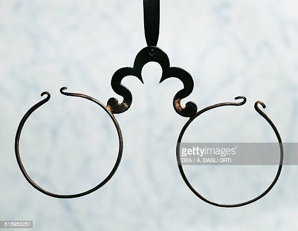 Wig spectacles in iron, 1750. 18th century.