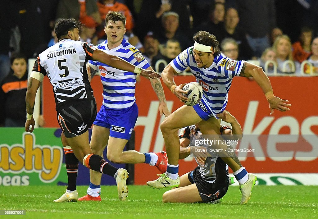 Castleford Tigers v Wigan Warriors - First Utility Super League Super 8s : News Photo
