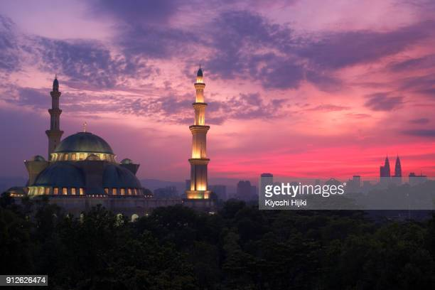 wilayah persekutuan mosque view in morning - ramadan stock pictures, royalty-free photos & images