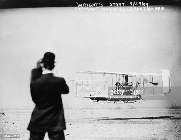 Wilbur Wright begins his flight from Governor's Island to Grant's Tomb and back over New York Harbor in a demonstration of the Wright Brothers'...