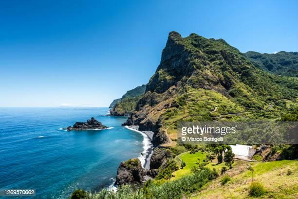 wild coast of madeira, portugal - madeira fotografías e imágenes de stock