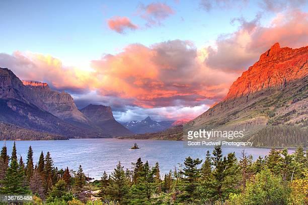 wild goose iisland sunrise - parque nacional glacier - fotografias e filmes do acervo
