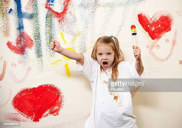 Wild poco artista pintando las paredes