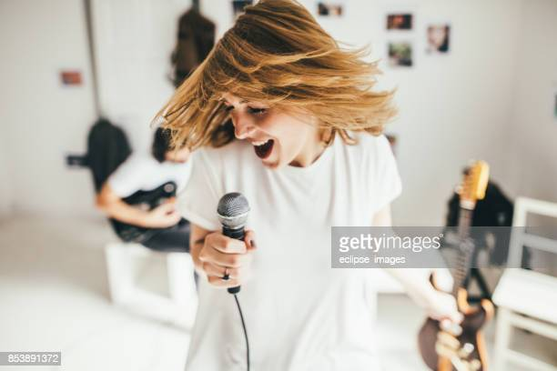 wild singer - singing stock pictures, royalty-free photos & images