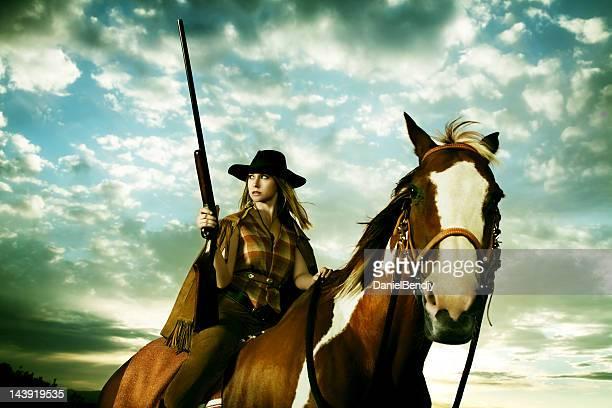 wild west - cowgirl photos et images de collection