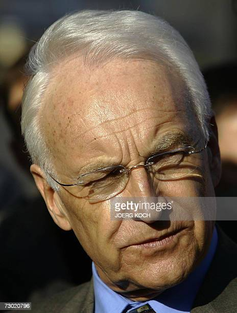 Bavaria's State Premier and head of Germany's Christian Social Union party Edmund Stoiber arrives 17 January 2007 for a meeting in conclave with...