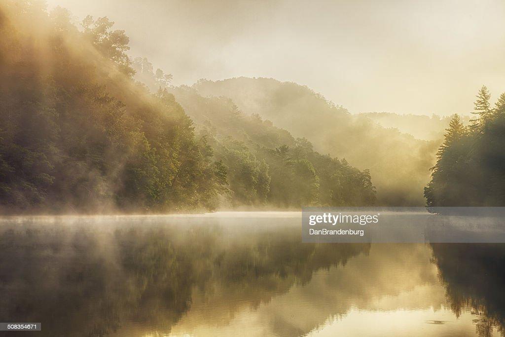 自然の湖 : ストックフォト