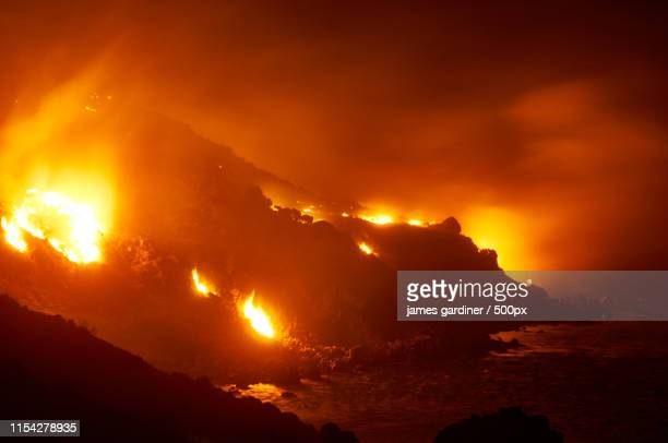 wildfire inferno on crete reaches the sea - hell stock pictures, royalty-free photos & images