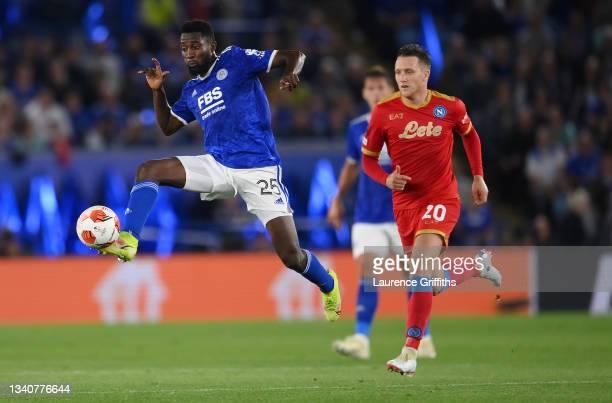 Wilfred Ndidi of Leicester City controls the ball whilst under pressure from Piotr Zielinski of SSC Napoli during the UEFA Europa League group C...