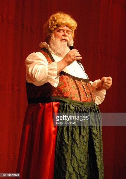 Wilfried Gliem Tournee Das Frühlingsfest der Volksmusik 2007 Halle 7 Stadthalle Bremen Deutschland Bühne Auftritt Mikrofon Verkleidung verkleidet...