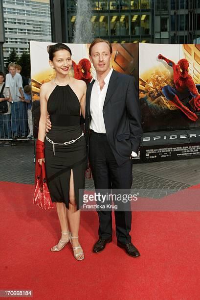 Wilfried Hochholdinger Und Tamara Simonovic Bei Der Spiderman Premiere Im Cinestar In Berlin Am 270502