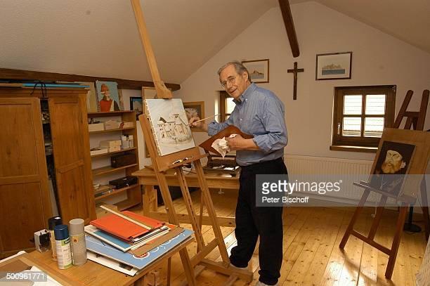 Wilfried Klaus , Homestory, Ferienhaus in Mittenwald, 11.05.04, Atelier, Bilder, Staffelei, Pinsel, malen, Hobby, malen, Gemälde, Brille, Promi...