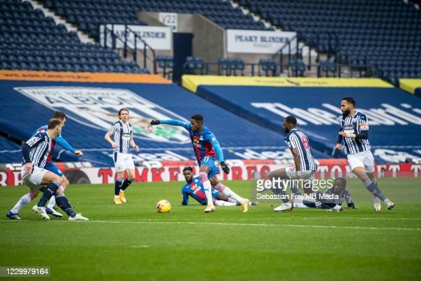 Wilfried Zaha of Crystal Palace control ball around Branislav Ivanovic, Romaine Sawyers, Semi Ajayi, Kyle Bartley of West Bromwich Albion during the...
