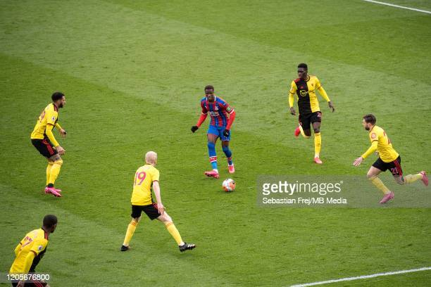 Wilfried Zaha of Crystal Palace control ball around Will Hughes Kiko Femenia Ismaila Sarr and Étienne Capoue of Watford FC during the Premier League...