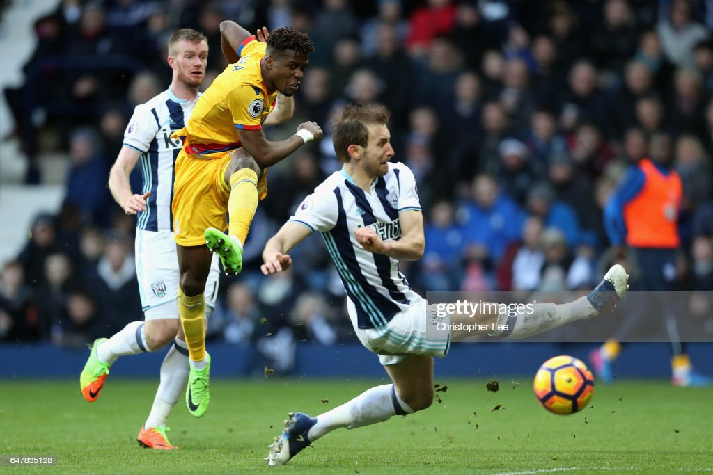 Wilfried Zaha of Crystal Palace (L) scores his sides first goal during the Premier League match between West Bromwich Albion and Crystal Palace at The Hawthorns on March 4, 2017 in West Bromwich, England.