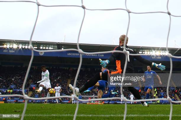 Wilfried Zaha of Crystal Palace scores his sides second goal past Kasper Schmeichel of Leicester City during the Premier League match between...
