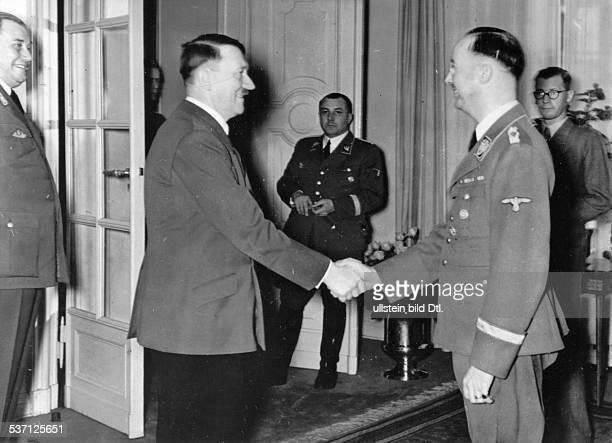 Wilhelm BruecknerWilhelm BrücknerHeinrich HimmlerAdolf Hitler Politiker NSDAP D begrüsst Reichsführer SS Heinrich Himmler in der Reichskanzlei in...