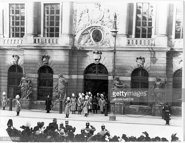 Wilhelm II *27011859Deutscher Kaiser 18881918König von PreussenWilhelm II beider Paroleausgabe vor dem BerlinerZeughaus Unter den Linden
