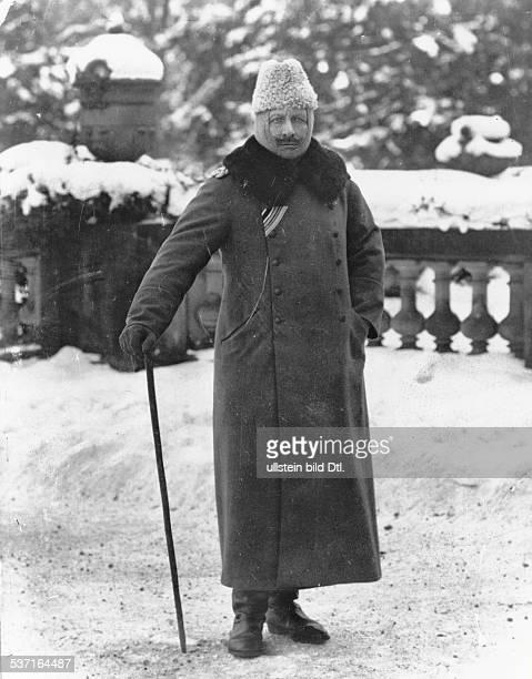 Wilhelm II Deutscher Kaiser 18881918 Koenig von Preussen im Felde Winter 1917