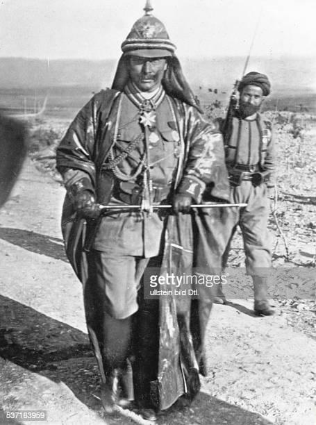 Wilhelm II Deutscher Kaiser 18881918 Koenig von Preussen Einzelaufnahme in TropenUniform auf seiner Orientreise in Palaestina 1898