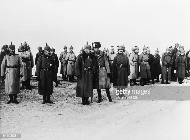 Wilhelm II.*27.01.1859-+Deutscher Kaiser 1888-1918Koenig von Preussen- an der Westfront in Erwartung der vorbeiziehenden Truppen: von Francois, Max...