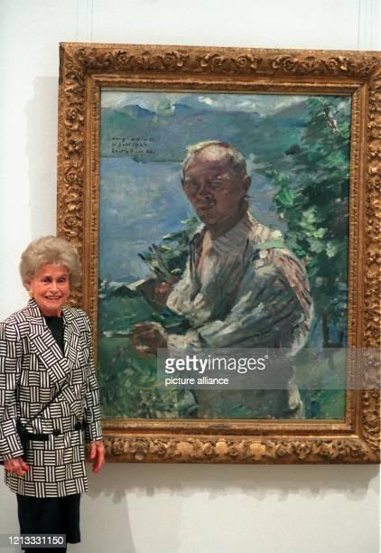 Wilhermine KlopferCorinth die Tochter des deutschen Impressionisten Lovis Corinth steht am 3596 im Münchner Haus der Kunst neben dem letzten...