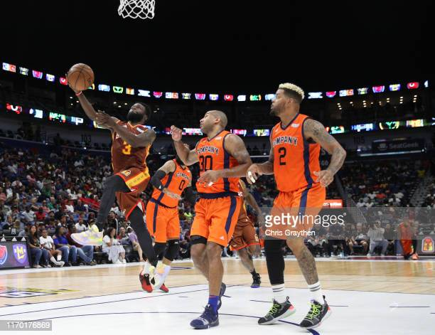 Will Bynum of Bivouac goes for a lay up as Dahntay Jones of 3's Company and Andre Emmett of 3's Company look on during the BIG3 Playoffs at Smoothie...