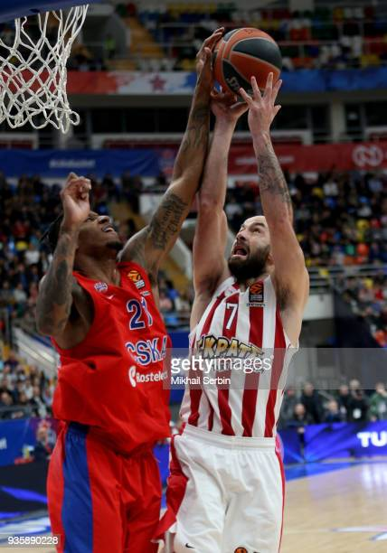 Will Clyburn #21 of CSKA Moscow blocks Vassilis Spanoulis #7 of Olympiacos Piraeus during the 2017/2018 Turkish Airlines EuroLeague Regular Season...